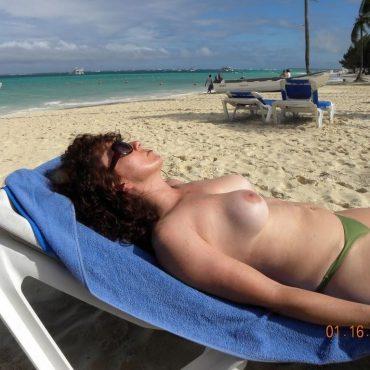Voyeur Bilder kleine Brüste