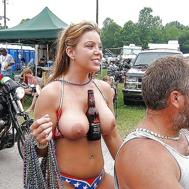 Festival nackt Bier
