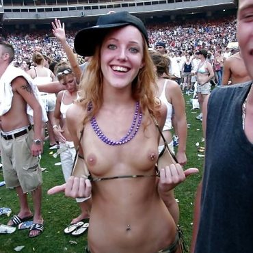 Festival nackt Piercing