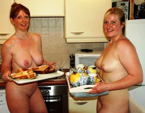 Frauen nackt in der küche