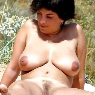Frauen oben ohne mit dicken Titten