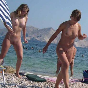 Muschi am Strand heimlich fotografiert