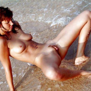Nackt Strand Girl