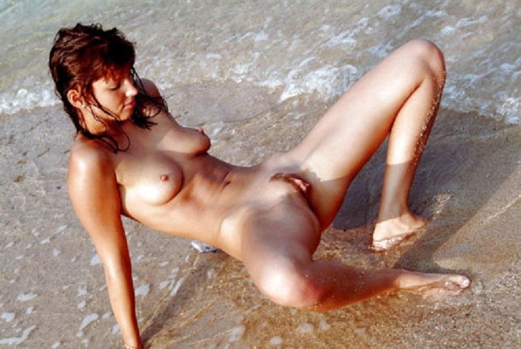 Nackte Girls Am Strand