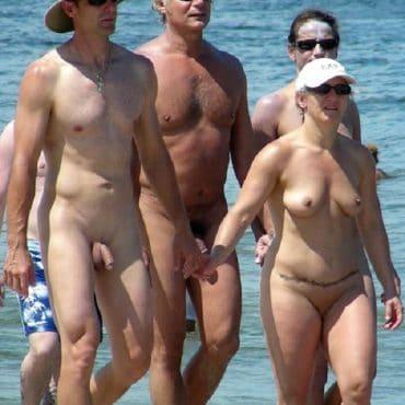 Nackt Strand viele Menschen