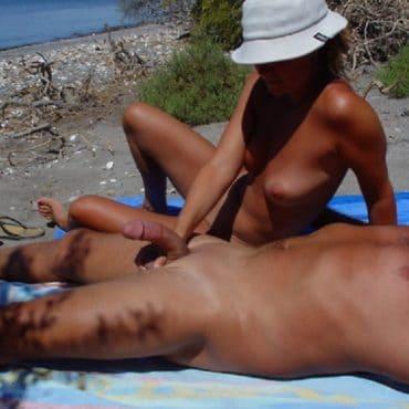 Poppen am Strand harter Schwanz