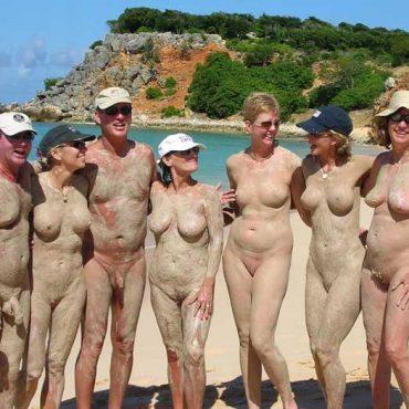Viele Muschis am Strand