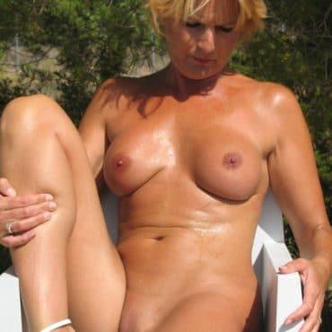 Blonde Nackt am Strand