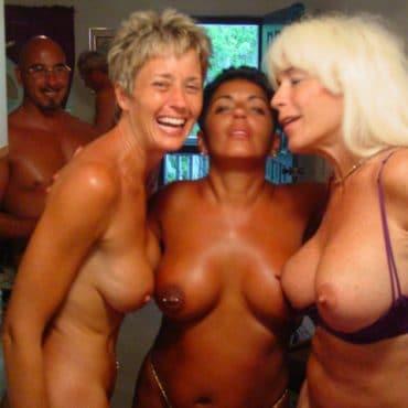 Frauen Nackt in der Öffentlichkeit