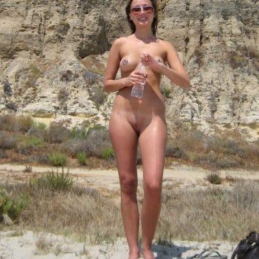 Nackt am Strand Girl