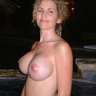 Nackt in der Öffentlichkeit Silikon Titten