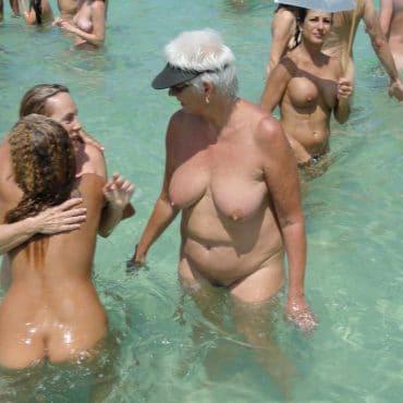 Nackt in der Öffentlichkeit baden