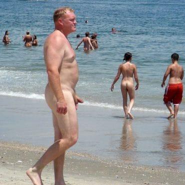 Nackt in der Öffentlichkeit erwischt