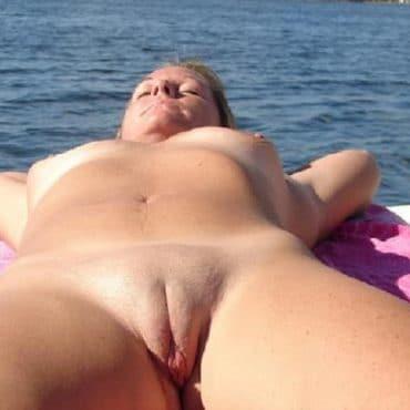 Nackt in der Öffentlichkeit sonnen