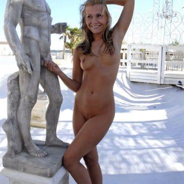 Nackt in der Öffentlichkeit spazieren