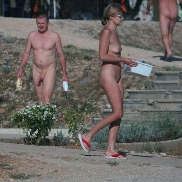 Nackt in der Öffentlichkeit Hure