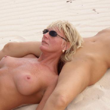 Beach Babes Pussy als Kissen