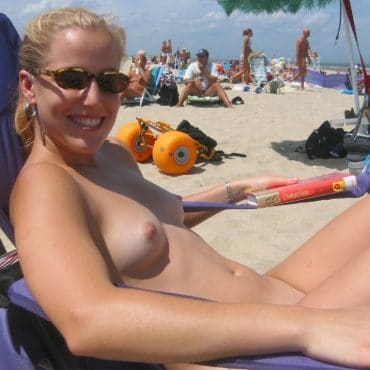 Beach Babes beim sonnen