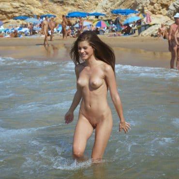 Beach Babes im Wasser