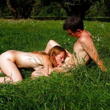 Blasen Nackt im Park