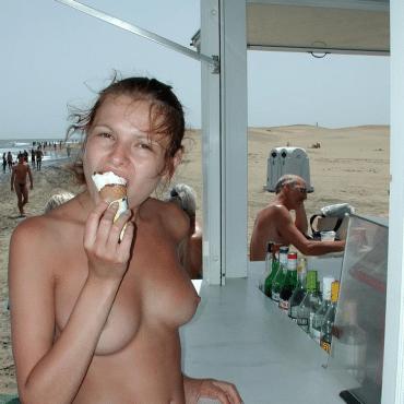 FKK Teens Eis essen