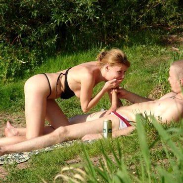Nackt im Park Pimmel lutschen