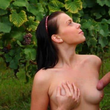 Nackt im Park Ttiten und Schwanz