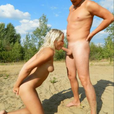 Strandsex auf den Knien
