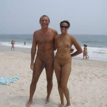 Altes Paar Nacktbadestrand