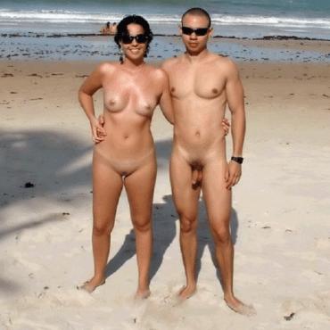 Er und sie am Nacktbadestrand