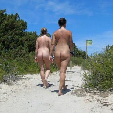 Nacktwandern von hinten