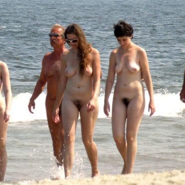 Haarige Spanner am Strand