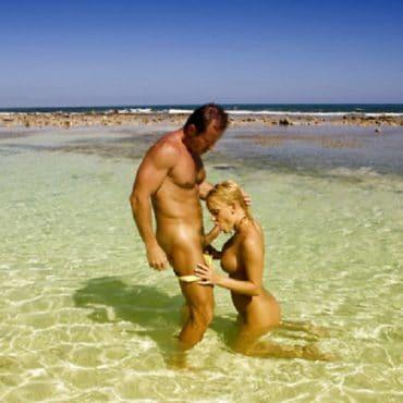 Strand XXX Blowjob im Wasser