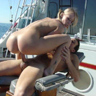 Sex auf dem Boot Schwanz reiten