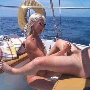 Sex Schiff Handjob