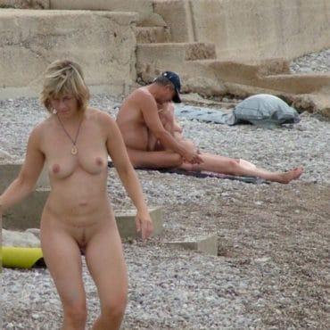 Alte Nackte Frauen am Strand