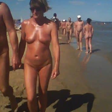 Nackte Frauen am Strand Foto
