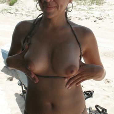 Nackte Frauen am Strand Titten raus