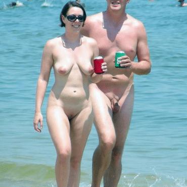 Nackte Voyeur am Strand