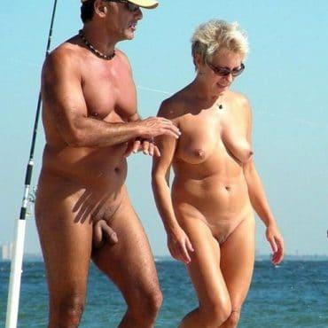 Voyeur am Strand gehen