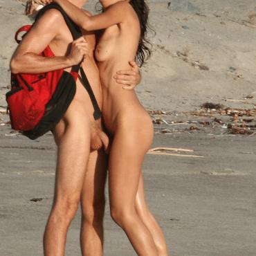 Voyeur am Strand küssen