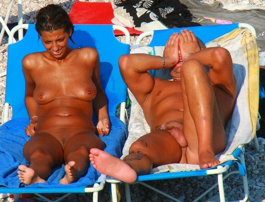 Busen am strand nackt