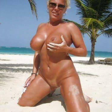 Oma Titten am Strand