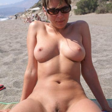 Perfekte Titten am Strand
