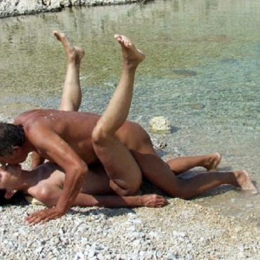 Sex am FKK im Wasser