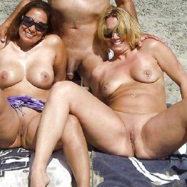 Vier Titten am Strand