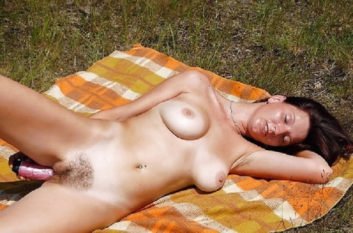 Nackt brünette Nackt verführt