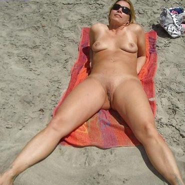 Hammergeile Frauen nackt am Strand