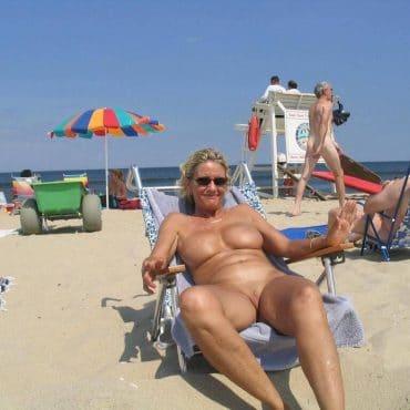 Milf Frauen nackt am Strand