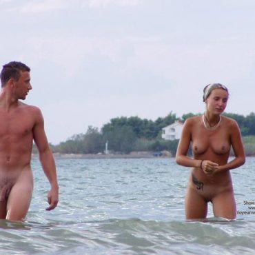 Strand Voyeur Couple